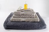 Huile de massage et serviettes
