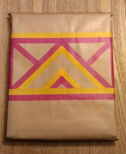 emballage-cadeau-masking-tape-geometrique