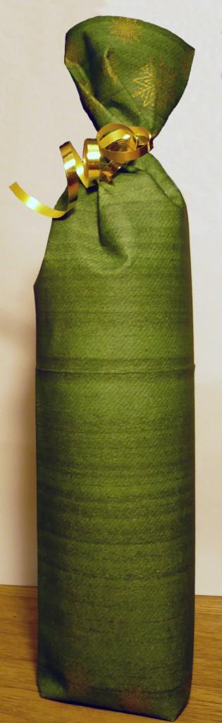 Emballer une bouteille avec une serviette de table - Emballage cadeau original pour noel ...