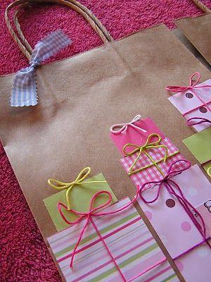 sac cadeau avec paquets cadeaux
