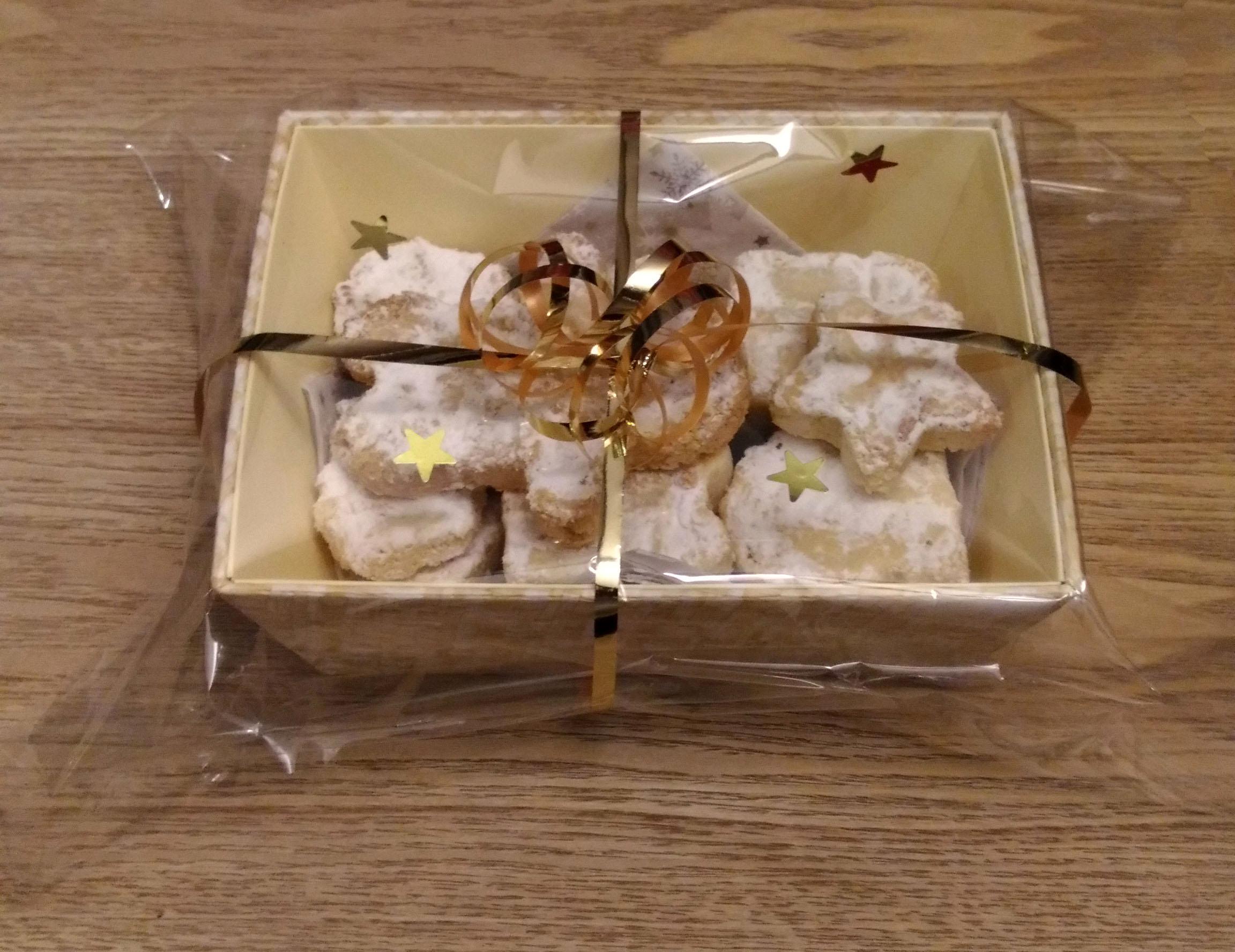 comment emballer un cadeau avec du papier transparent ma34