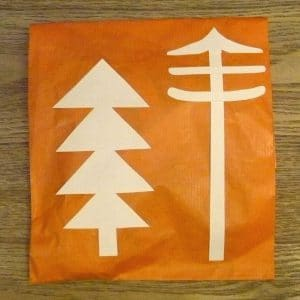 pochette cadeau avec décoration arbre et sapin