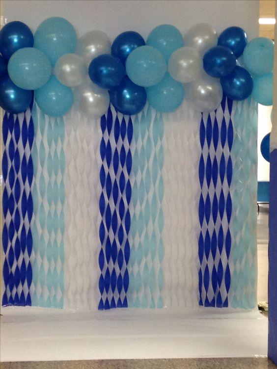 Décoration murale avec ballons d'anniversaire